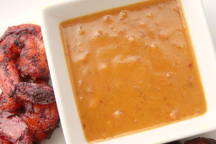 Thaise Satay of Pindasaus is een zeer verslavend sausje dat in Thailand traditioneel geserveerd word samen met varkens- of kipsate. De sate saus is romig met kokosmelk en pinda's als hoofdbestanddeel. Ik deel met jullie hier mijn simpel recept voor een...