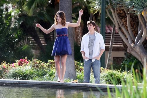 90210 shenae grimes, annie wilson blue dress