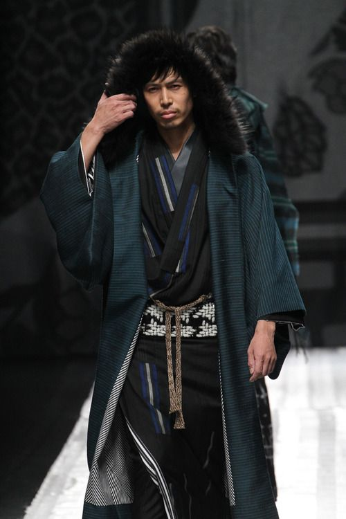 Kimono by designer Jotaro Saito at Tokyo Fashion Week! Haori with a furry hood makes this an unusual and fabulous Haori. // via Kimono Nagoya