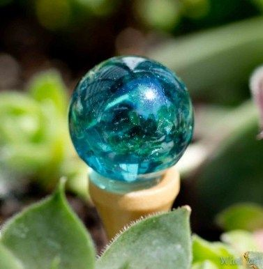 how to: fairy garden house gazing ball. Looks like a Fairy found a clear marble and a golf tee to me. ;-)