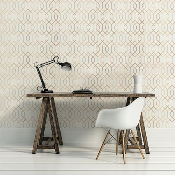 Nommé La Farge en référence au muraliste John La Farge, ce papier peint illustre de somptueux motifs géométriques, il apporte une ambiance contemporaine à un intérieur.