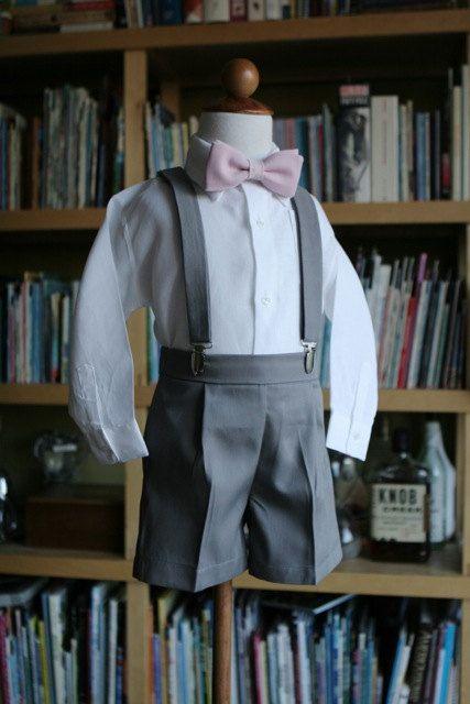 Vestito completo di Papillon pantaloncini bretelle e camicia