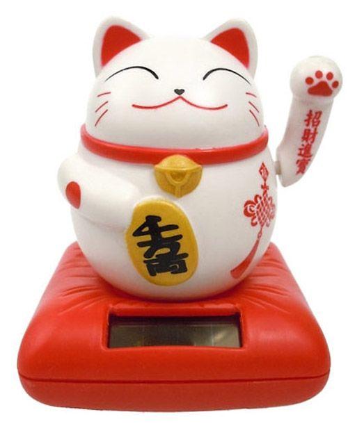 Remis en stock / Back in stock: Maneki-neko solaire chat chanceux blanc et rouge kawaii 10cm  Prix: 9.90 #new #nouveau #japanattitude #asia #asie #traditionnel #traditional #decoration #idees #cadeaux #femme #mixte #homme #blanc #rouge #maneki #neko #solaire #chat #chanceux #kawaii #cm