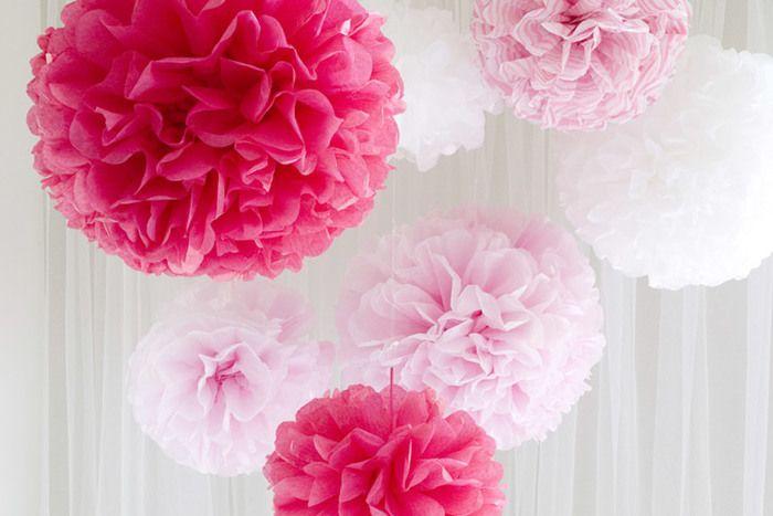 柔らかくフェミニンなピンクのペーパーポンポン。華やかな演出が出来ます。