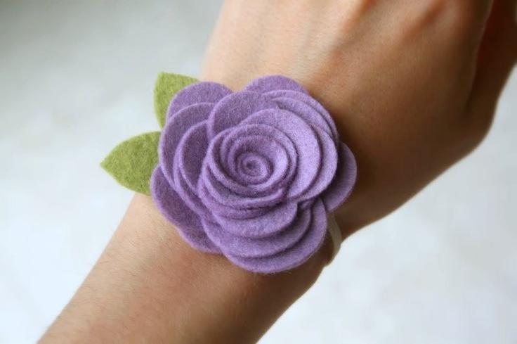 vilt armband bloem