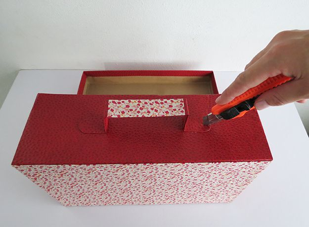DIY craft projects Things you can make with cardboard How to make a cardboard suitcase DIY projects for kids DIY projects for a kids room