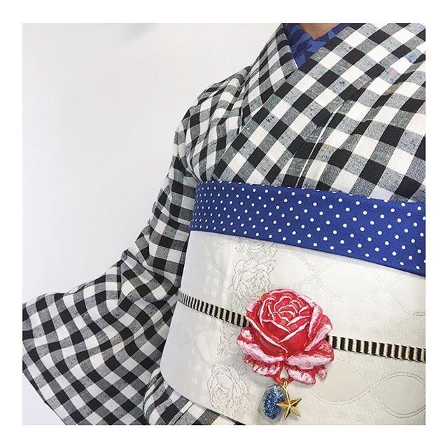 #おかっぱ印 の水玉帯揚げ新作「ブルー」♡ やっぱりかわいい^ ^ #着物 は #楽天 #帯締め は #カモメひも #帯留 は #シスター社 さんの赤バラ #半衿 は 近所のドリームで買ったコットン地 #おかっぱ印 の水玉 #帯揚げ は #なごやキモノめるかーと やWebshopで後日お披露目しますね。
