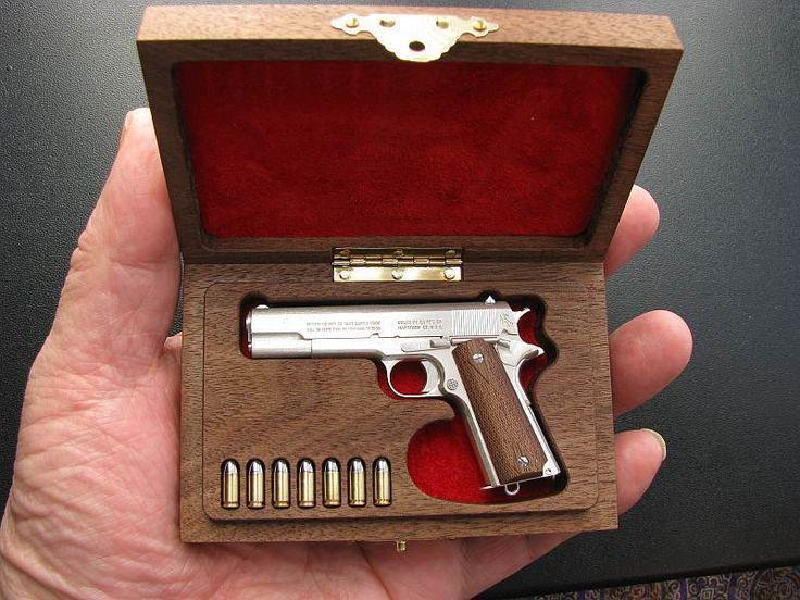 Hecho a mano 1:3 Escala Miniatura Colt M1911 pistola armas de fuego con caja de presentación de nogal   Objetos de colección, Adornos de colección, Miniaturas   eBay!
