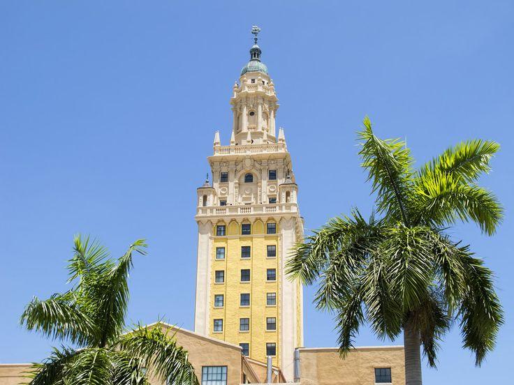 "La icónica Torre de la Libertad de Miami, la ""Isla Ellis del sur""."