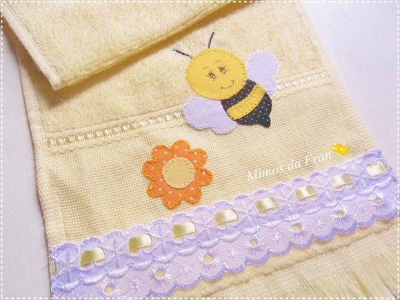 Toalha de boca 100% algodão, na cor amarelinha Bordado em Patch Aplique de Abelha