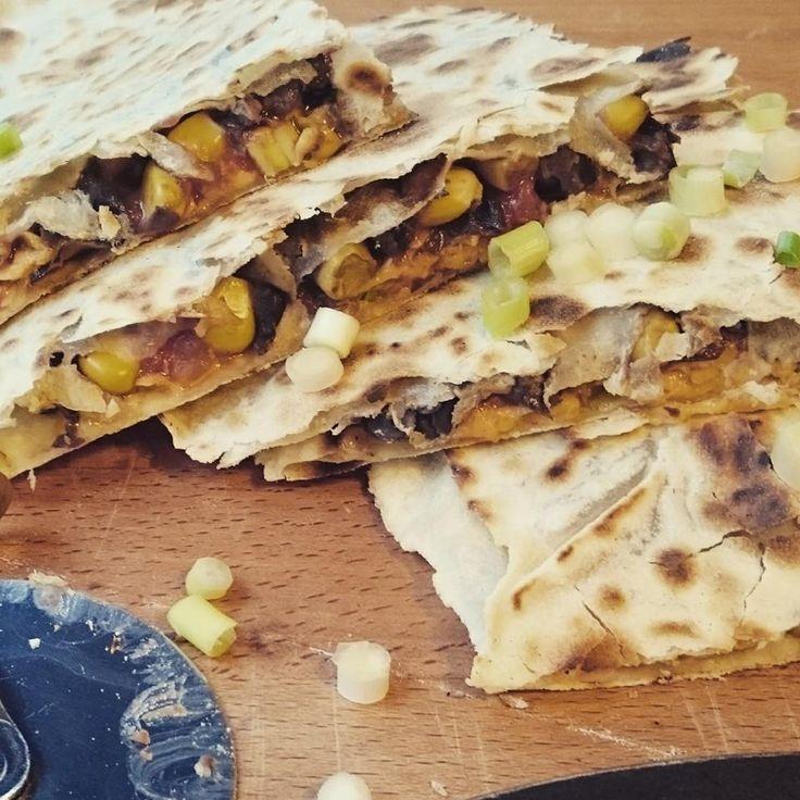 Quesadilla met zwarte bonen en maïs