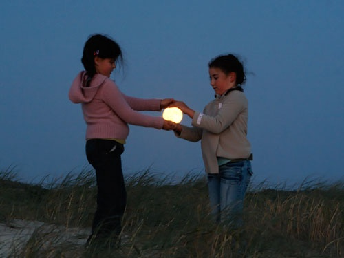 Isn't this wonderful?  Makes me want to take the kids out and create some great photos for myself!