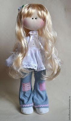 bonequinha linda de cabelos longos