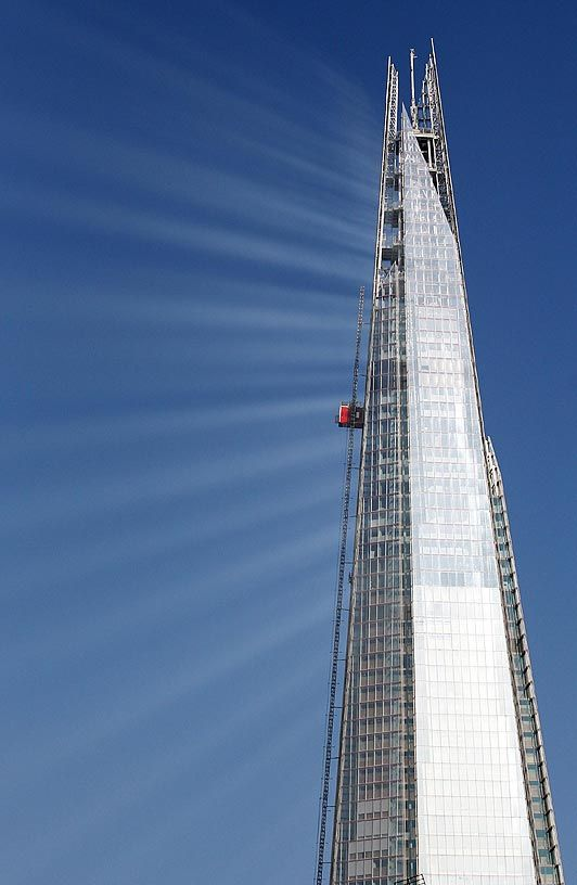 I don't actually like the Shard that much - I think there is a lot wrong with it. However, any building that can do this with rays of light is just COOL.