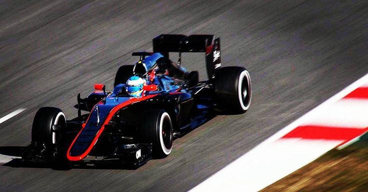 Only one more race for McLaren Honda. Sad to see that this partnership hasn't worked.  Una sola carrera más para Fernando Alonso con un motor Honda. Una lástima que la colaboración McLaren-Honda no haya funcionado.  #thedrivetastic #drivetastic #spiriteddrive #f1 #formula1 #mclaren #honda #mclarenhonda #fernando #alonso #vandoorne #uk #jp #stoffelvandoorne #gpabudhabi #abudhabi #grandprix