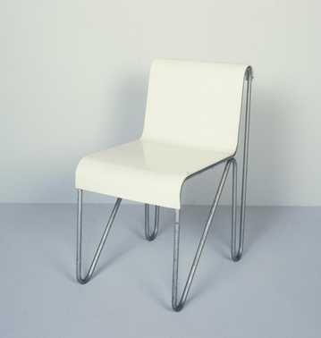 Beugelstoel (1927 - ca. 1930 – ontwerp 1927, uitvoering ca. 1930) Metz & Co (uitvoerder), Gerrit Thomas Rietveld (ontwerper). Metalen buis, multiplex. Schenking 1988.