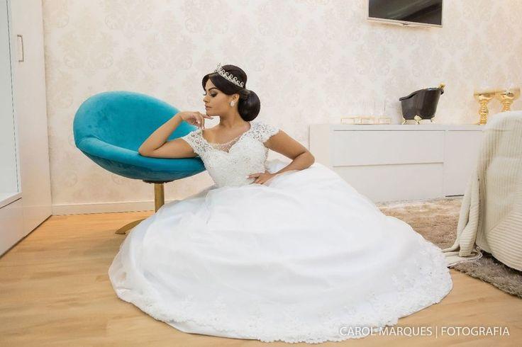 Fechamos a noite com este belíssimo vestido no estilo Princesa, com produção do Studio Empório e acessórios da Sposina, pelas lentes da Carol Marques.<br /><br />Perfeita!❤️😍<br /><br />#ensaio #noiva #salaodebeleza #diadanoiva #noivasbelem #casandobelem #cerimonialistasbelem #weddingdress #noivasdobrasil