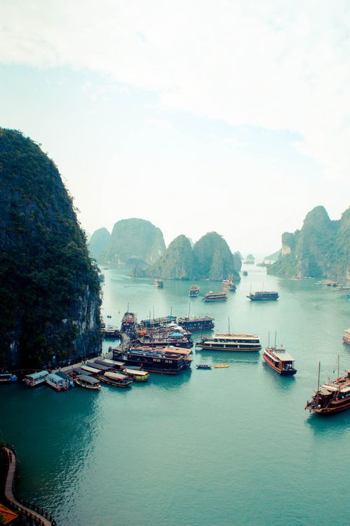 outstandingplaces:  Ha Long Bay, Vietnam - Located in the Gulf of Tonkin, includes about 1600 islands, forming a spectacular seascape of limestone pillars. Most of the islands are uninhabited and unaffected by human presence. (outstandingplaces.com)