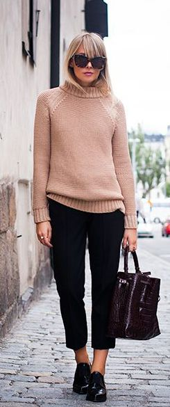 Charlotte Hellberg  casual style // Zara knit sweater and bag
