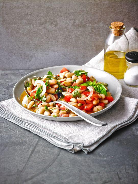 Salat mit weißen Bohnen und Tomaten