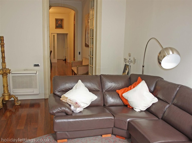 2 bedroom apartment in Barcelona to rent from £862 pw. With balcony/terrace, air con and TV.