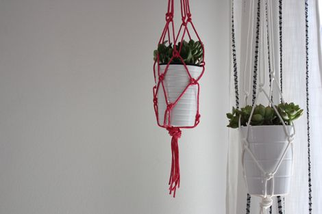 Simple macrame plant hanger tutorial