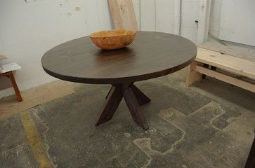 10 best images about round table ideas on pinterest for Traditional dining table bases