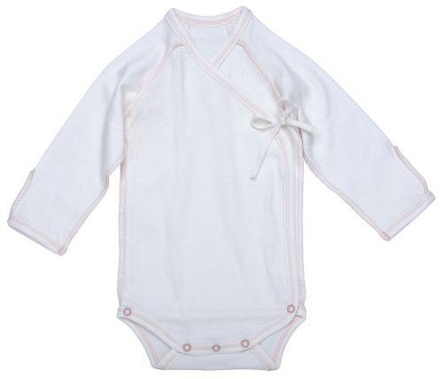Bodym/sidelukking og kantsøm - Inside-Out Baby Body, pink.Økologisk. Hvit med svak rosa kantsøm.  Bomullsbody i delikat farge. Sideåpning foran for enkel av- og påkledning. Veldig behagelig for nyfødte, ingenting trekkes over hodet. Ingen lapper eller sømmer inni som irriterer babyens sensitive hud. Påsydd brett på armene som fungerer som beskyttelsesvott mot kloring i ansiktet o.l. * Bløt bomullsjersey*Enkel og behagelig sideåpning* Størrelse: 0-3 mnd 100% GOTS-sertifis...