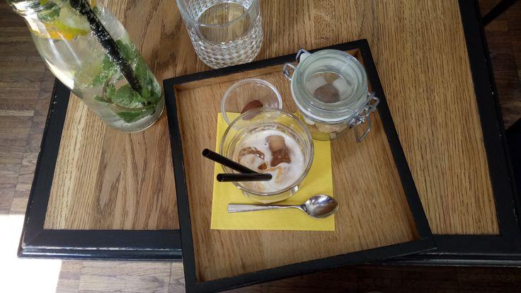 V melounovém cukru 🌿 #coffee #coffeelove #iced #macchiato #positive #sunny #coffees #coffeemug #bestshot #earth #pure #freedom #czechrepublic #beautiful #bar #coffeelover #coffeeview #coffeehouse #espresso #cafe #kaffee #kaffeepause #kaffeeliebe #kaffeezeit #kaffeehaus #café