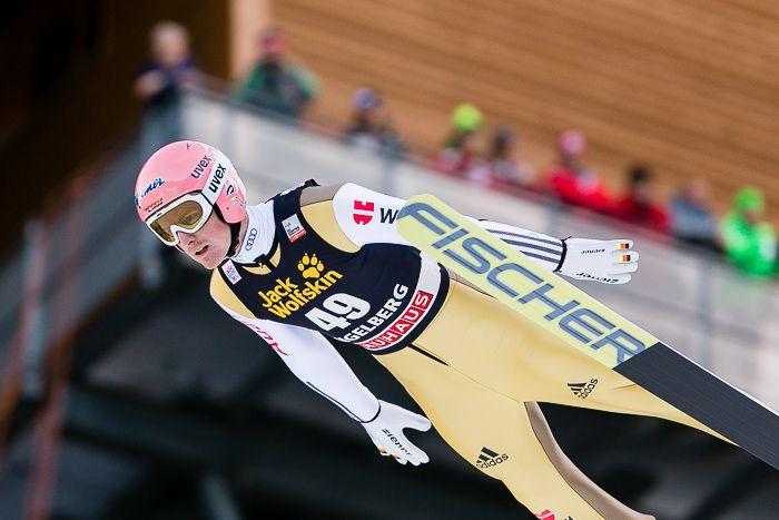 Das hat es beim Skispringen im Schweizer Ort Engelberg noch nie gegeben: Der älteste und der jüngste Teilnehmer standen zusammen auf dem Siegertreppchen. Auch wenn es nicht die ersten Skispringer Wettkämpfe in dieser Wintersaison sind, so sind das Skispringen auf der Naturschanzean diesemWochenende für mich der Start in den Winter.  Imdritten Jahr bin ich jetzt in Engelberg auf der Gross- ... http://blog.ks-fotografie.net/pressefotografie/fis-skispringen-engelberg-schweiz-fotografiert/