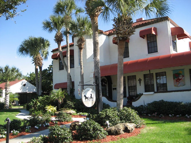 Horse And Chaise Bed And Breakfast Venice Florida