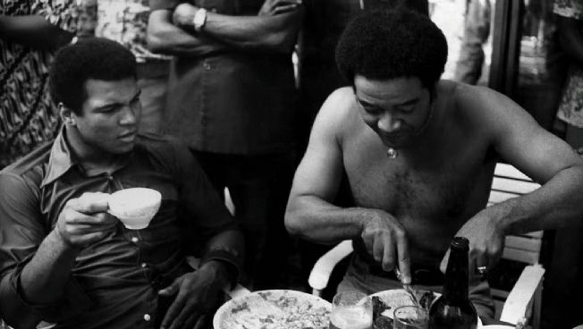 awesome people hanging out together.  Muhammad Ali and Bill Withers, 1974People Hanging, Muhammad Ali, 70 S, 1974, Famous People, Ali Goats, Bill Withers, Greatestth Champs, Awesome People