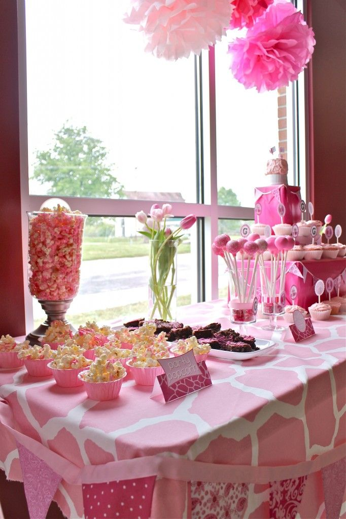Pink Giraffe party, ok so this is the new idea... I freaking love it and I already found adorable invites!! woohoo!! Giraffe... Her animal! :)