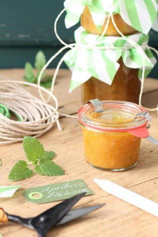 Aprikosenmarmelade-mit-Zitronenmelisse_