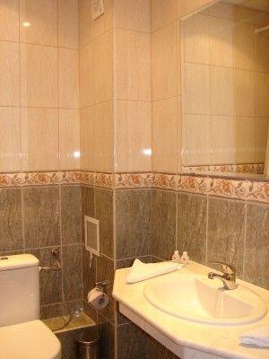 Łazienka w hotelu w Bułgarii - obozy dla młodzieży organizowane przez biuro podróży Euro Pol Tour