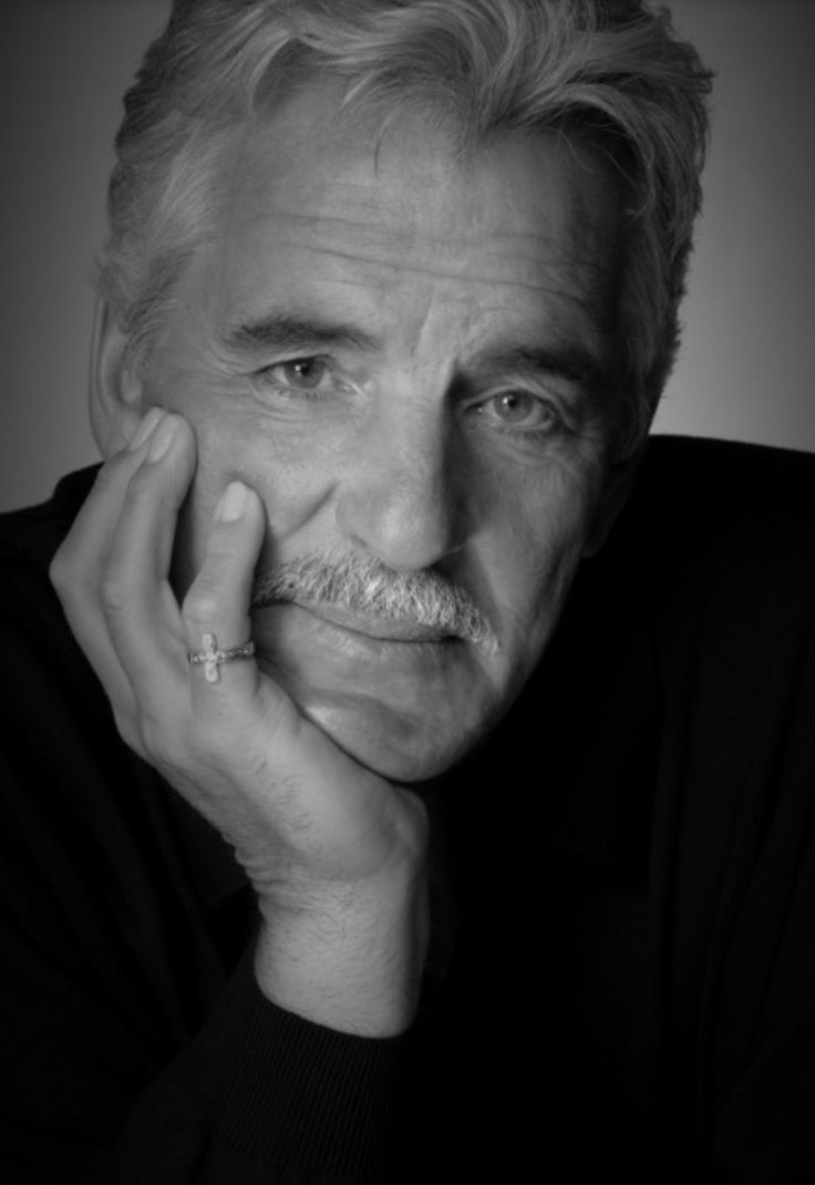 Dennis Farina one of Chicago's finest policeman before he went into acting