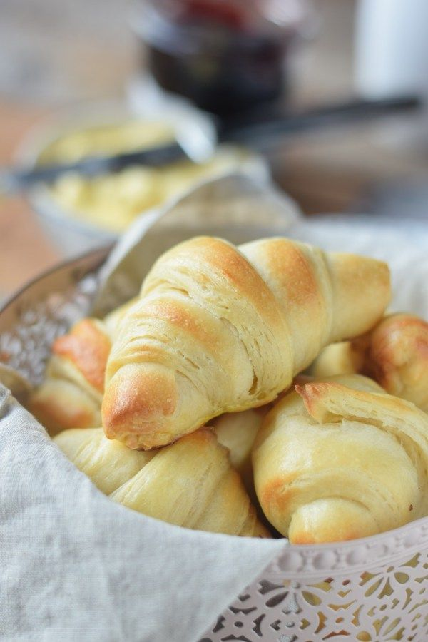 Joghurt Hörnchen zum Frühstück - Yogurt Breakfast Rolls #breakfast #food #rolls…