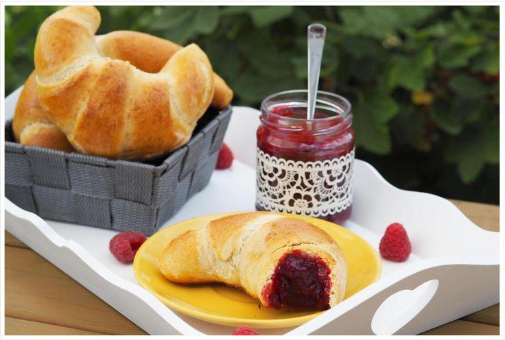 Sucht Ihr mal wieder was leckeres zum Frühstück? Wie wäre es mit diesen Dinkel-Frühstückshörnchen ganz ohne Butter & Zucker.