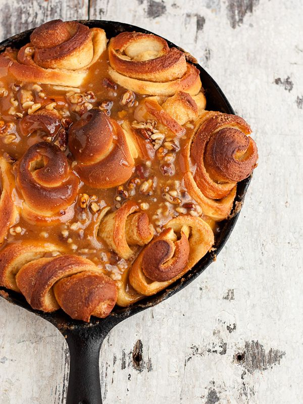 Rose-Shaped Sweet Rolls with a Warm Caramel Nut Sauce