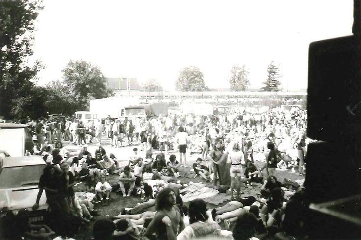 Festivaly ve Staráku 1992 | FB Klara Cih