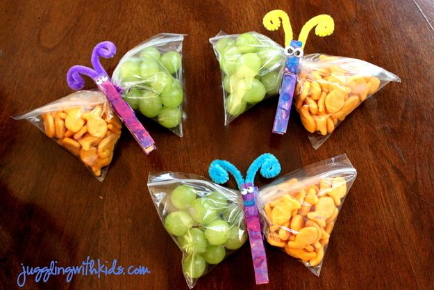 Use clothespins to turn snack bags into butterflies. / 19 Easy And Adorable Animal Snacks To Make With Kids (via BuzzFeed)