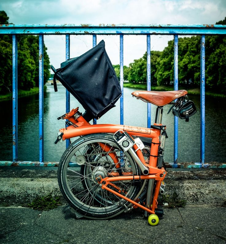 great article on brompton, using skateboard wheels for shopping cart mode