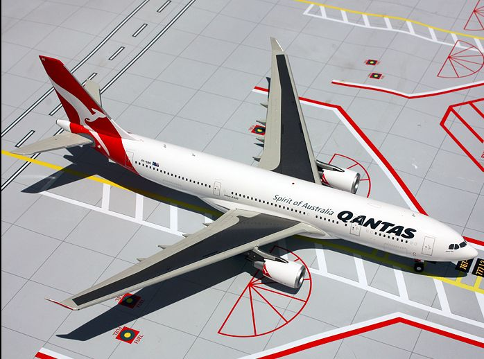 1/200 GeminiJets Qantas Airways Airbus A330-300 Diecast Model