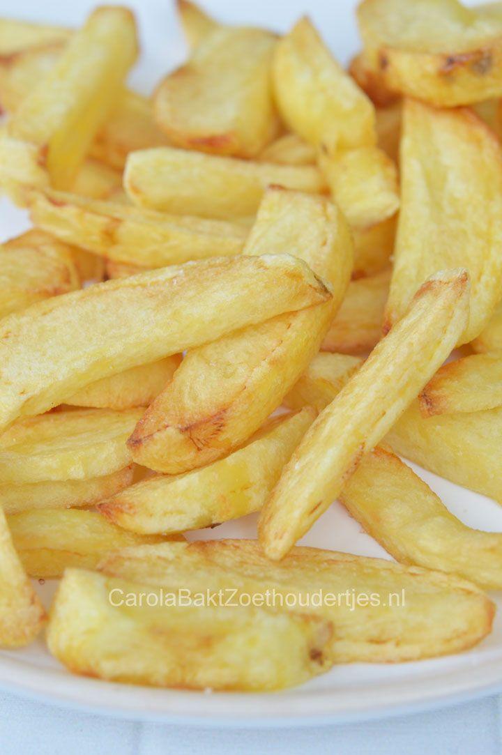 De lekkerste patat maak je zelf. Kies goede aardappels, verse olie en bak je patat twee maal. Probeer het eens, je zult zien dat dit veel meer smaak heeft!