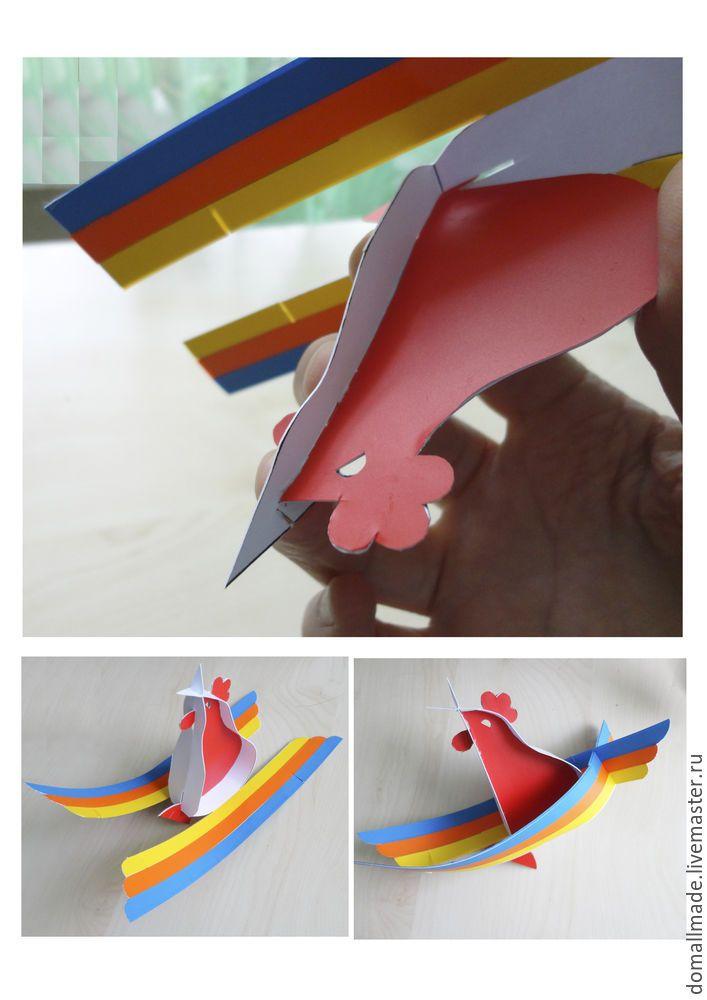 Такого дизайнерского петушка можно сделать любого размера, только в каждом случае нужно будет подбирать плотность материала. Большого можно поставить под ёлку, маленького повесить как ёлочную игрушку. В данном случае при распечатке чертежа на формате А4 (лист писчей бумаги) игрушка получается высотой 9 см. Чертёж нужно распечатать на плотной бумаге А4 формата.