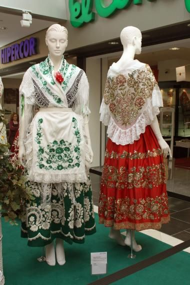 Exposición de los trajes de las reinas de la Huerta - LaVerdad.es. Foto 1 de 16