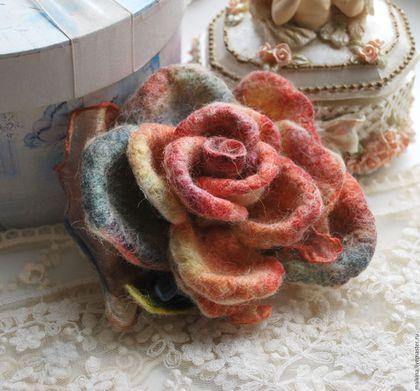 Купить или заказать Авторская брошь роза Разноцветие в интернет-магазине на Ярмарке Мастеров. Авторская брошь роза очень красивая,нежная,легкая,сложного цвета.Сделана из шерсти и шелка ручного крашения.Можно носить в любое время года.Прекрасно будет смотреться на пиджаке,кофточке и платье...и пальто. Любую брошь я могу превратить в резиночку для волос,шпильку,украшение на руку,шею.Пишите...) Может стать прекрасным подарком!Все мои работы продаются в подарочной упаковке!