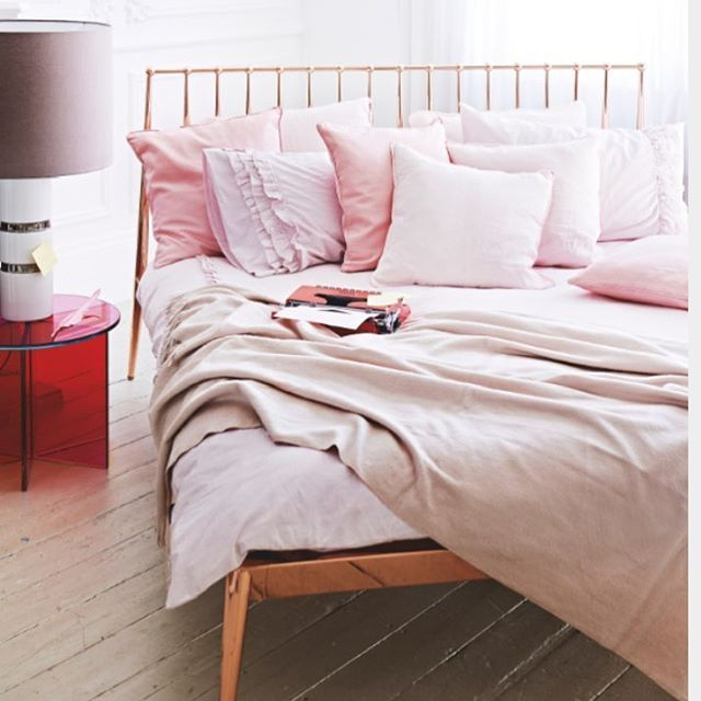 Love this unpredictable mix of color & material. The combination of the rose gold bed, the dusty pink sheets and the red glass side table have a soft but edgy feel.