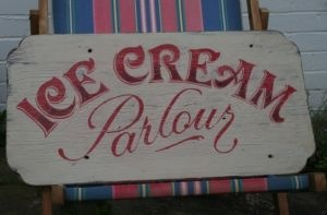 Ice Cream parlour vintage sign. What a cute sign! This is a MUST! For our ice cream parlour!