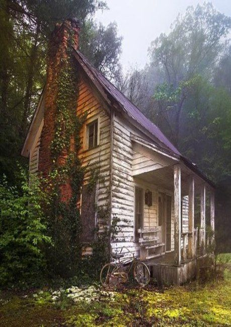 Old Two Story Farm House: Fantasy Farm, Abandoned Farmhouses, Haunted Houses, Story Farm, Farm Living, Place S Log Cabin S, Cabin Fever, Old Farm Houses, Country Barns Cabins Chalets